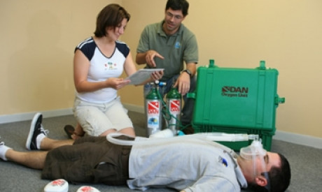 Oxygen First Aid for Scuba Diving Injuries